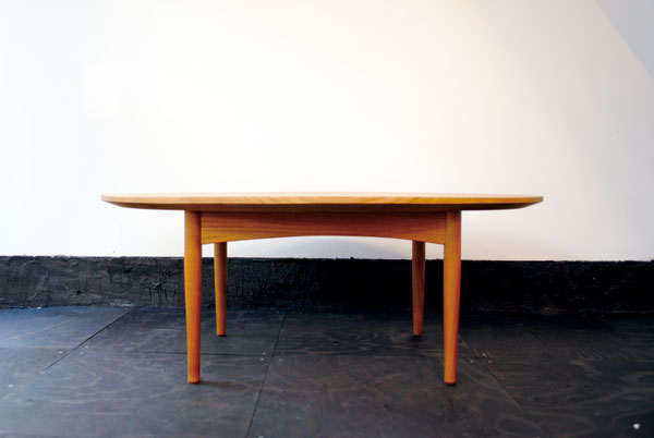 楕円ローテーブル