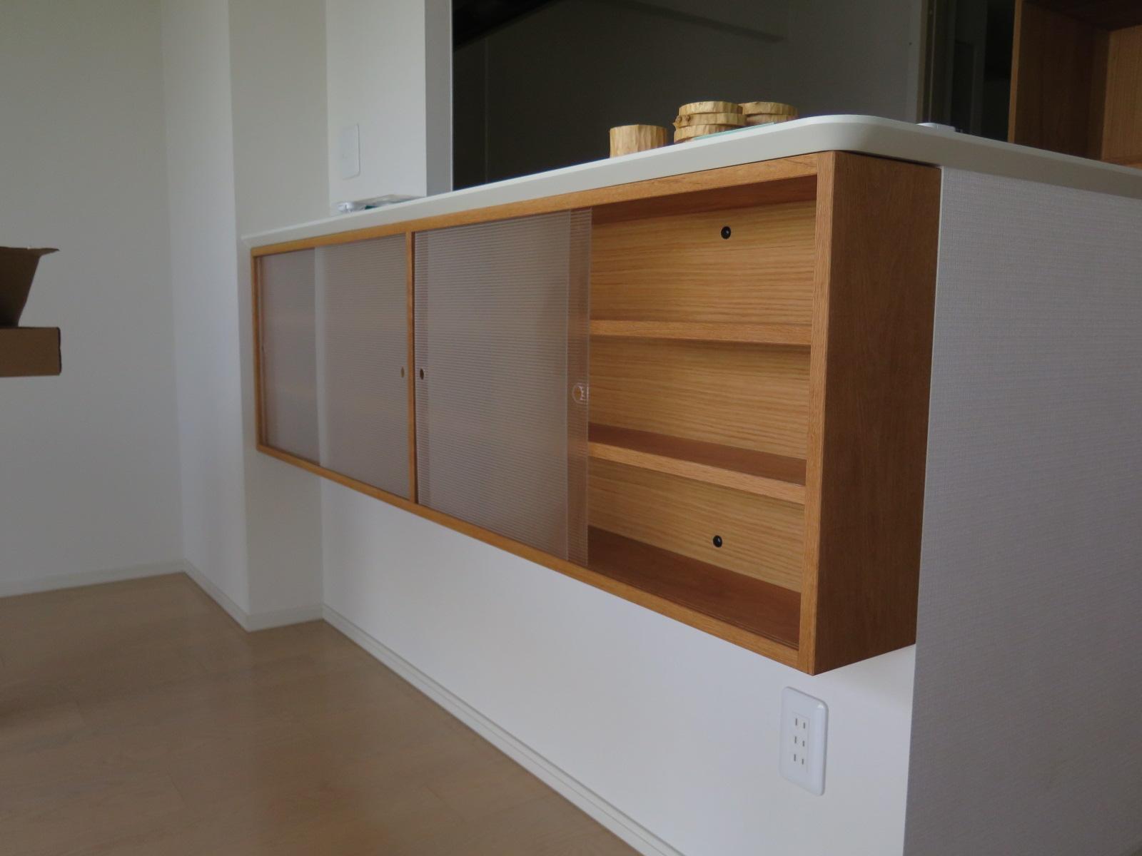 キッチンカウンター下のキャビネット