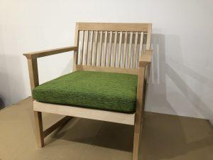 普通の椅子の高さのワンシーターベンチ