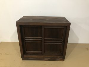 古い家具をリペアする