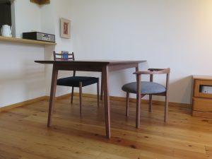 ウォールナットのダイニングテーブルセット